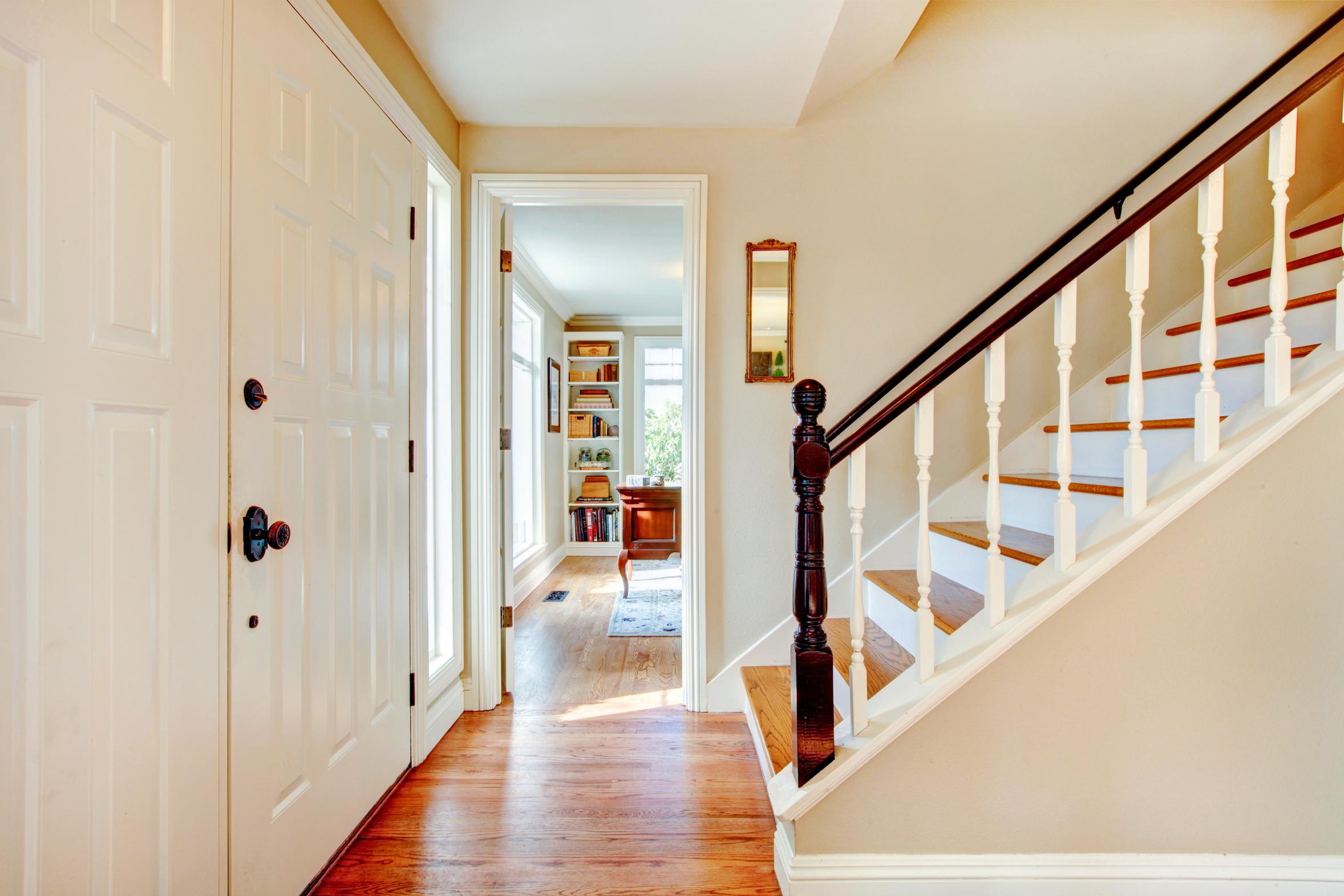 H r stairs railings home - Farbideen flur ...